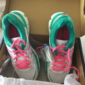 ASICS tennis shoes gel kayano 21